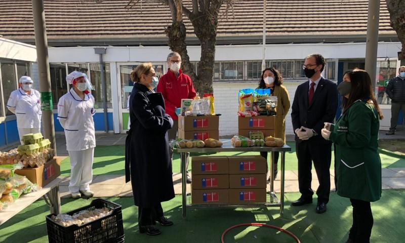 Mineduc completará la entrega de 12 millones de canastas de alimentos