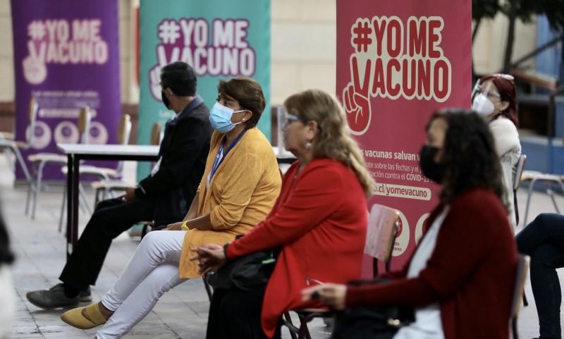 proceso de vacunación de trabajadores de establecimientos educacionales